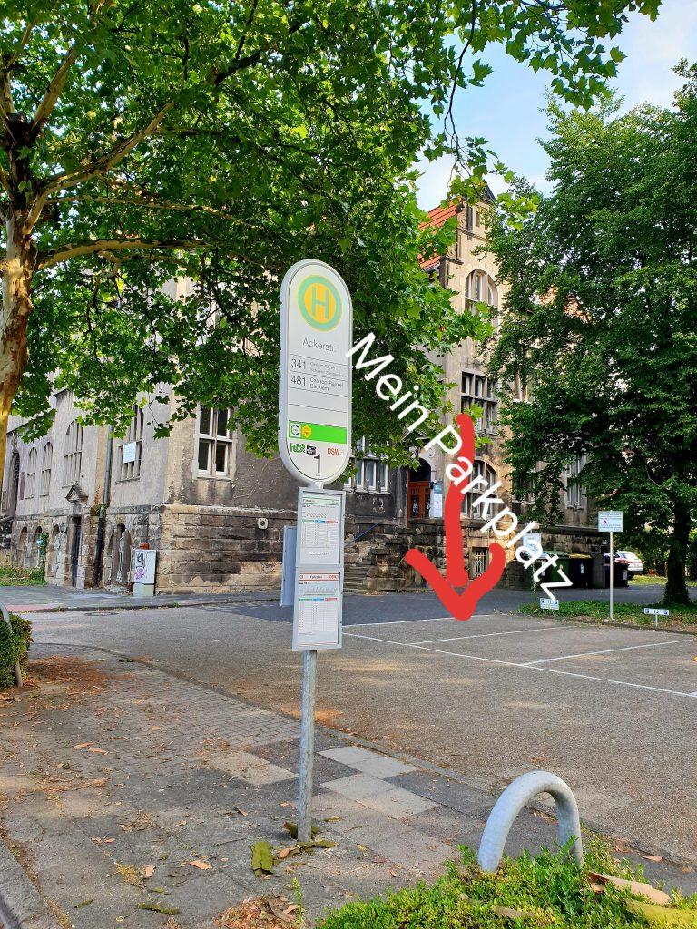 Parkplatz Nr 11 vom Fotostudio Keepsmile hinter der Bushaltestelle