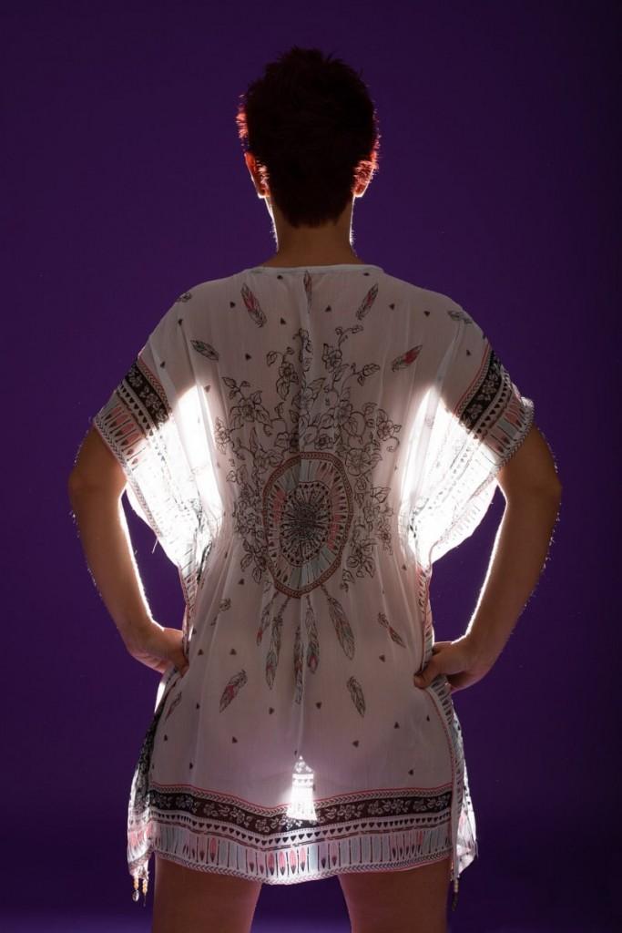 transparente Kleidung bei einem erotischen Fotoshooting hat ihren Reiz