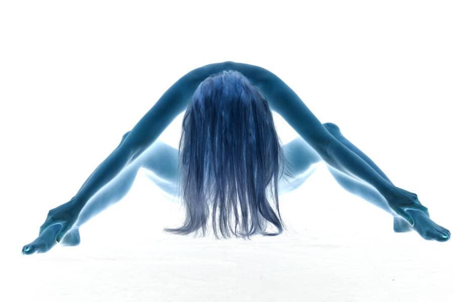 Aktfoto mit nackter Frau und gespreizten Beinen im Fotostudio Keepsmile, Castrop-Rauxel
